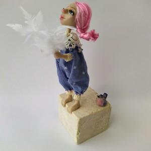 Момичето с птичката